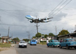 Air Force One carrying U.S. President Barack Obama and his family flies over a neighborhood of Havana as it approaches the runway to land at Havana's international airport, March 20, 2016.   REUTERS/Stringer   FOR EDITORIAL USE ONLY. NO RESALES. NO ARCHIVE.