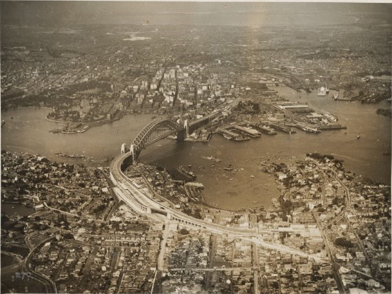 Vista aérea de Sydney tomada desde North Shore. 1932. Fuente: National Library of Australia vía Wikimedia Commons